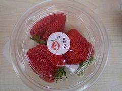 [写真]紅ほっぺの頂果3粒が入った丸型パック