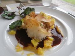 [写真]千葉県産若鶏のマスタード漬け パートフィル包み焼き 赤ワインソース