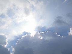 [写真]雨雲に隠れた太陽の様子