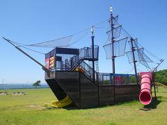 [写真]富津みなと公園の木製船型遊具