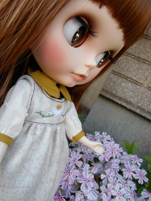 10 Nana with little flowers