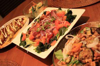居酒屋ごはんカツオの韓国風サラダ1