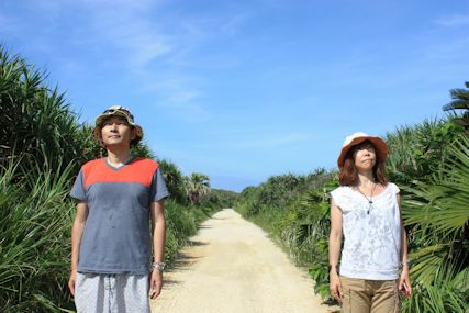 カベール岬への道ふたり