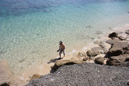 ロマンスロードウディ浜で泳ぐ仁2