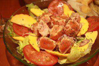 コリンキーとサーモンソテーのサラダ