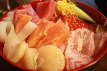 自宅で豪華海鮮丼