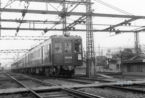 阪急電鉄1000形1000-ダイヤモンドクロス-[9003543]_GF