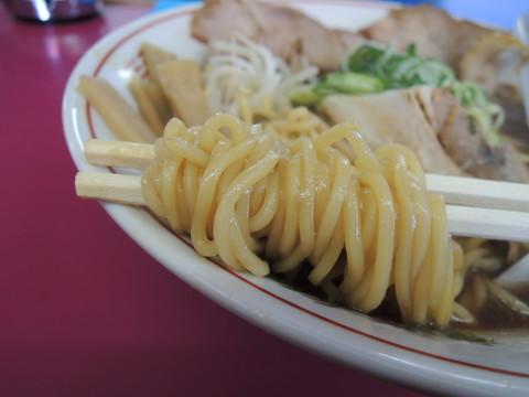 醤油 中 メンマ入りの麺