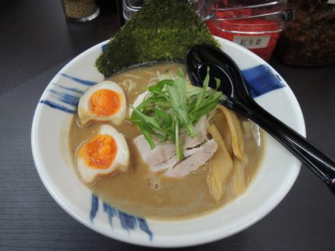 濃厚豚骨しょうゆラーメン(680円)+味玉サービス
