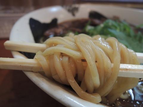 肉醤油らーめんの麺