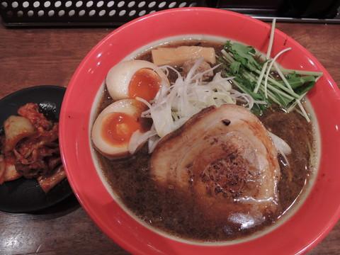 宝醤油ラーメン(730円)+煮卵+キムチ