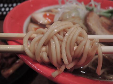 宝醤油ラーメンの麺