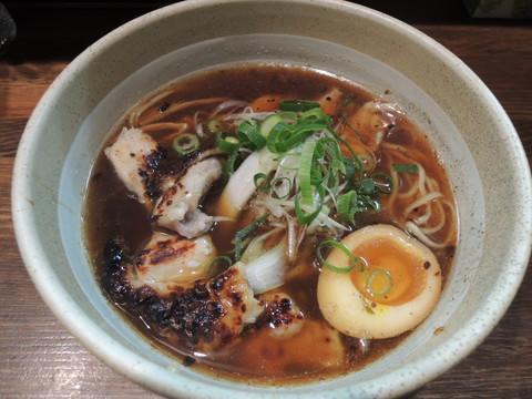 醤油らーめん(650円)+地鶏増し(300円)