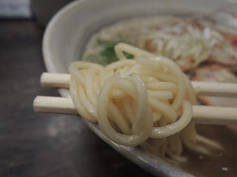 伊吹煮干そば(並)の麺