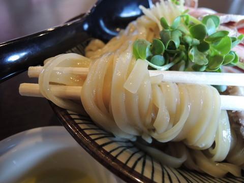特選鶏つけ麺(大盛)の麺