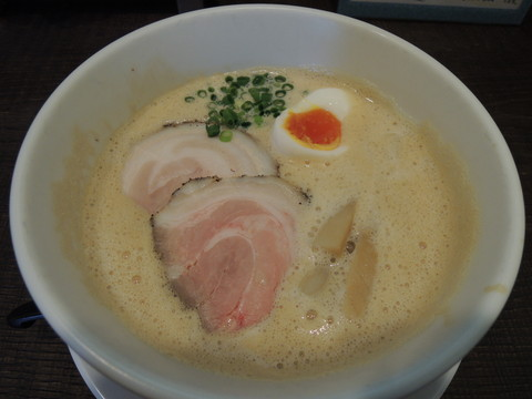 豚CHIKIしょうゆラーメン 並盛(140g)(750円)