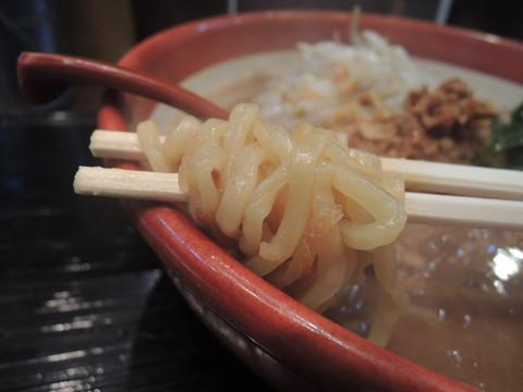 伊勢味噌らーめんの麺