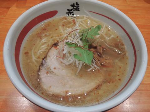 天然塩ラーメン(700円)