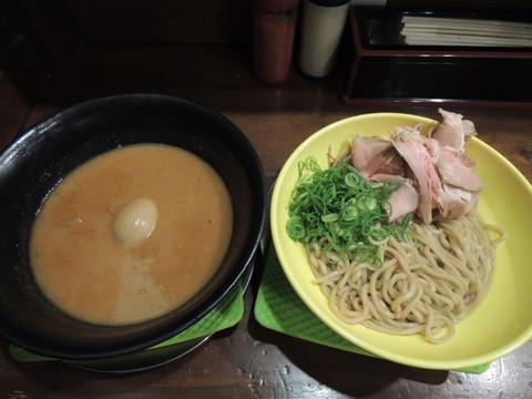 ウニたれの豚骨つけ麺(1836円)