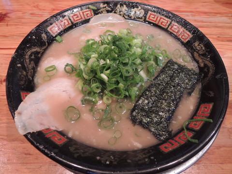 Wスープラーメン(豚骨6:魚介4)(750円)