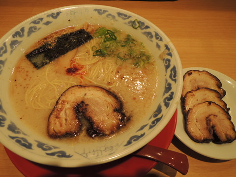 亀王らーめん昔味(680円)+ちゃあしゅう3枚(600円)