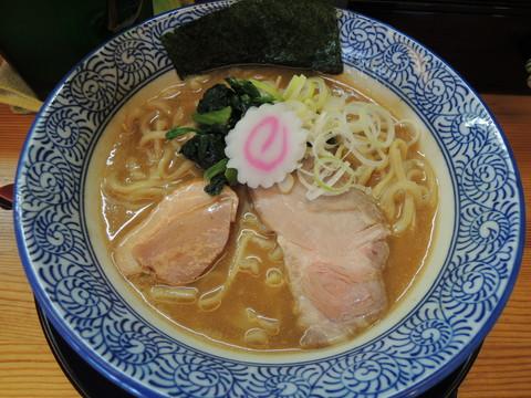 濃厚魚介白湯そば(醤油)(750円)