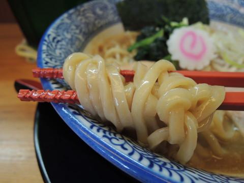 濃厚魚介白湯そば(醤油)の麺