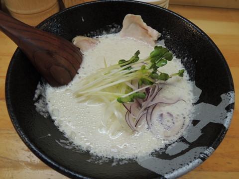 鶏白湯(750円)