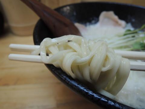 鶏白湯の麺