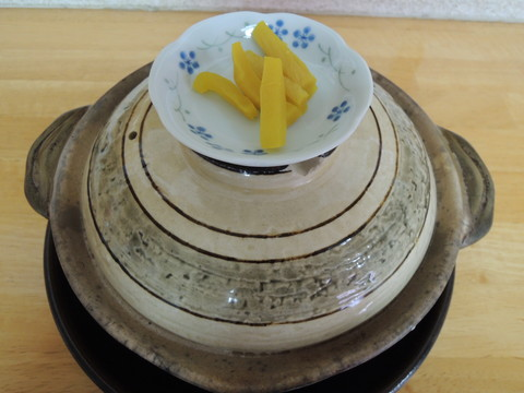 鍋焼きラーメン 並(鍋に蓋をした状態で提供)