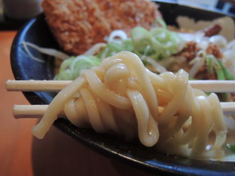 赤味噌カツらーめんの麺
