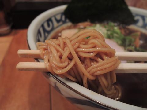 鯛だしブラックの麺