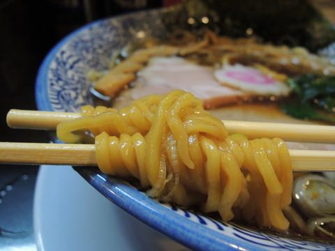 新潟長岡生姜醤油ラーメンの麺