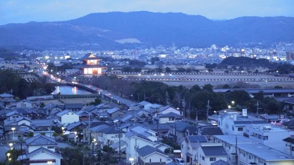 デパートの屋上から見た平城宮跡