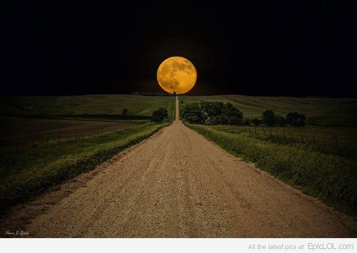super-moon-rises_1372235114_epiclolcom.jpg
