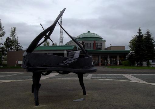 s-456-3小さな音楽祭 ピアノのモニュメント
