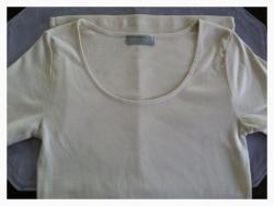白Tシャツ襟元-1