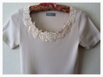 白Tシャツ襟元-4