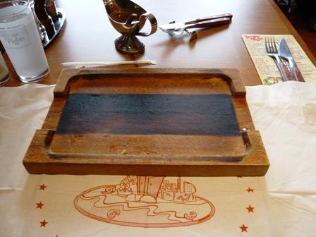 ハングリータイガー:テーブル