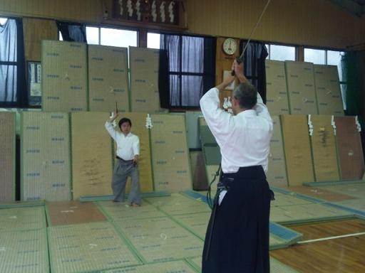 刀法併用手裏剣術の相対稽古