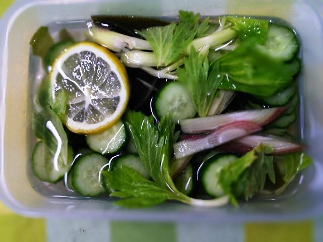 残り野菜の昆布とレモン漬け