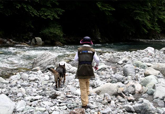 河原で捜索 0719(4)