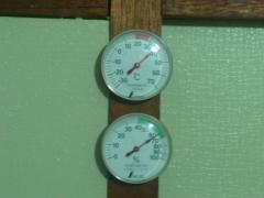 書斎の温度計。