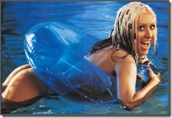 Christina-Aguilera-260803  (19)