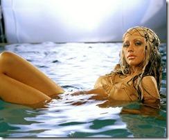 Christina-Aguilera-260803  (5)