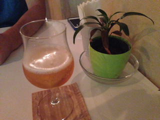 観葉植物とビール