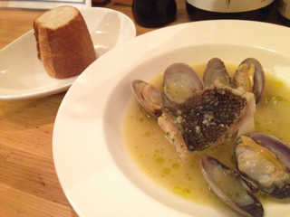 鮮魚のソテーとバゲット