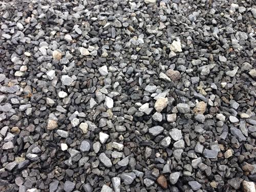 運動場の石