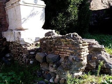フォロ・ロマーノ(Foro Romano)の礎石downsize