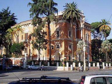 ホテルVilla Torloniaそばの街路樹は南国ムードdownsize